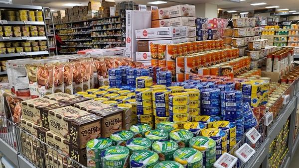"""""""유통기한"""" 대신 """"소비기한"""" 표시제 도입 입법이 추진되고 있는 가운데, 사실상 """"소비기한"""" 도입을 무력화시킬 수 있는 법안이 제출돼 식품산업계가 촉각을 세우고 있다. 사진=식품저널DB"""